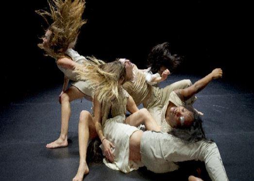 Spectacle Masculines de la Cie Fattoumi- Lamoureux (2013)